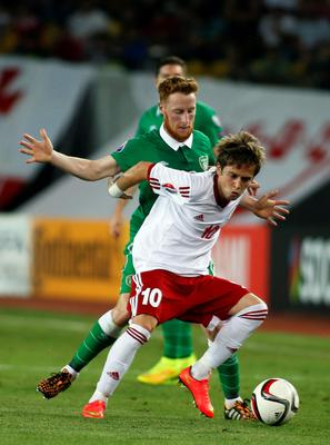 Georgia's Jano Ananidze (front) fights for the ball against Ireland's Stephen Quinn during their Euro 2016 Group D qualifying soccer match in Tbilisi September 7, 2014.   REUTERS/David Mdzinarishvili  (GEORGIA - Tags: SPORT SOCCER)