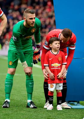 MANCHESTER, ENGLAND - MARCH 15:  Wayne Rooney of Manchester United walks out onto the pitch with his son Kai, who is a mascot for the day during the Barclays Premier League match between Manchester United and Tottenham Hotspur at Old Trafford on March 15, 2015 in Manchester, England.  (Photo by Michael Regan/Getty Images)