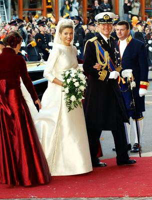 King Willem Alexander and Queen Maxima wave after their wedding February 2, 2002 on the balcony of the Royal Palace in Amsterdam, Holland. (Photo by Anthony Harvey/Getty Images)