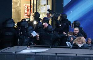 Hostages from the Hyper Cacher are led away by French police in Porte de Vincennes, eastern Paris, 9 January 2015. Photo: Vantagenews.co.uk