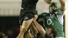 Richie McCaw wins posession in a lineout against Ireland's Denis Leamy in Eden Park, 2006