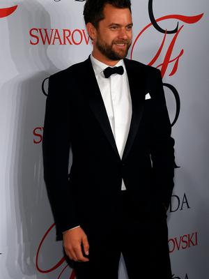 NEW YORK, NY - JUNE 01:  Joshua Jackson poses on the winners walk at the 2015 CFDA Fashion Awards at Alice Tully Hall at Lincoln Center on June 1, 2015 in New York City.  (Photo by Larry Busacca/Getty Images)