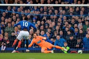 Romelu Lukaku of Everton scores their second goal from the penalty spot past Tim Krul of Newcastle United