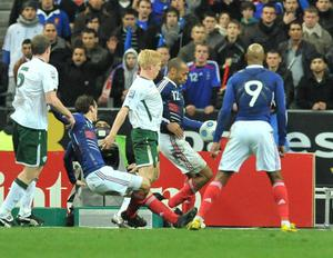 Thierry Henry, France, handles the ball before crossing it to his team-mate William Gallas to scores their side's first goal of the game. FIFA 2010 World Cup Qualifying Play-off 2nd Leg, Republic of Ireland v France, Stade de France, Saint-Denis, Paris