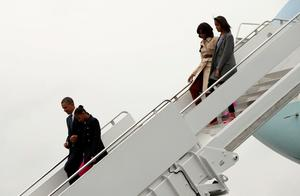 U.S. President Barack Obama (L) and first lady Michelle Obama and daughters Malia (R) and Sasha arrive in Belfast, Northern Ireland June 17, 2013