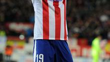 MADRID, SPAIN - JANUARY 28:  (EDITORS NOTE: Retransmission of #462422264 with alternate crop.) Fernando Torres of Club Atletico de Madrid celebrates after scoring his team's opening goal during the Copa del Rey Quarter Final Second Leg match between Club Atletico de Madrid and FC Barcelona at Vicente Calderon Stadium on January 28, 2015 in Madrid, Spain.  (Photo by Denis Doyle/Getty Images)