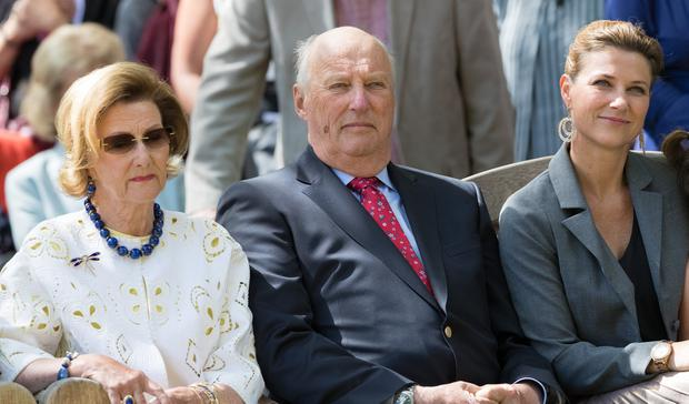 Queen Sonja of Norway, King Harald of Norway and Princess Martha Louise of Norway attend the unveiling of Norwegian Trekking Association gift for The Queen of Norway 80th birthday on July 04, 2017 in Oslo, Norway (Photo by Nigel Waldron/ Getty Images)
