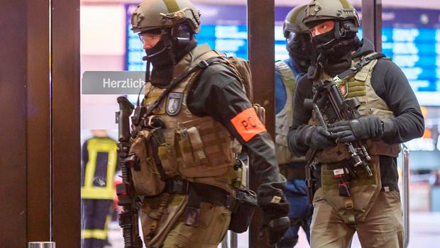 Police and emergency workers stand outside the main railway station following what police described as an axe attack on March 9, 2017 in Dusseldorf, Germany. Photo by Alexander Scheuber/Getty Images