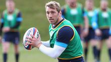 Chris Robshaw runs with the ball during the England training session