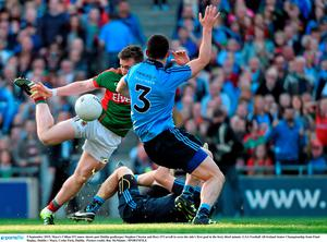 5 September 2015; Mayo's Cillian O'Connor shoots past Dublin goalkeeper Stephen Cluxton and Rory O'Carroll to score his side's first goal in the forty third minute. GAA Football All-Ireland Senior Championship Semi-Final Replay, Dublin v Mayo. Croke Park, Dublin.  Picture credit: Ray McManus / SPORTSFILE
