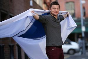 Brian O'Driscoll was unveiled on the iconic Liberty Hall with Brian holding the ISPCC Blue Shield