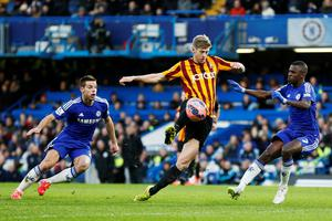 Chelsea's Cesar Azpilicueta (L) and Ramires (R) challenge Bradford City's Jon Stead during their FA Cup fourth round soccer match at Stamford Bridge in London January 24, 2015. REUTERS/Stefan Wermuth (BRITAIN - Tags: SPORT SOCCER)