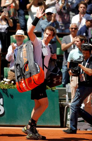 Andy Murray of Britain leaves the court after being defeated by Novak Djokovic of Serbia during their men's semi-final match at the French Open tennis tournament at the Roland Garros stadium in Paris, France, June 6, 2015.               REUTERS/Vincent Kessler