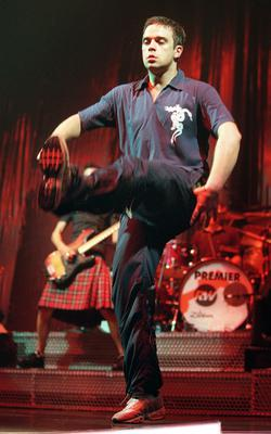 ROBBIE WILLIAMS ON STAGE AT THE POINT DEPOT IN 1999. KENNETH O HALLORAN