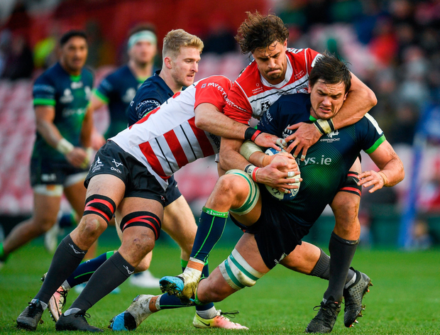 Quinn Roux of Connacht is tackled by Lewis Ludlow, left, and Gerbrandt Grobler of Gloucester. Photo by Ramsey Cardy/Sportsfile