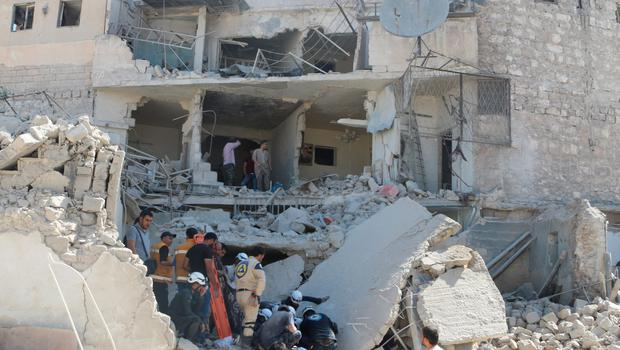 Civil defense members and residents search for survivors at a site hit by what activists said was a barrel bomb dropped by forces of Syria's President Bashar al-Assad, in the old city of Aleppo (REUTERS/Abdalrhman Ismail)