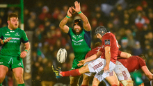Connacht's John Muldoon attempts to charge down Munster's Duncan Williams at the Sportsground on Saturday. Photo: Diarmuid Greene/Sportsfile