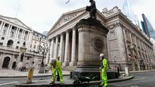 """Construction workers near the Royal Exchange in the City of London, after the Prime Minister Boris Johnson said people who cannot work from home should be """"actively encouraged"""" to return to their jobs. Photo: Kirsty O'Connor/PA Wire"""