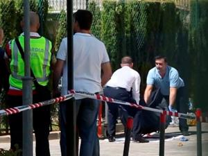 Gary Hutch's body is removed in a body bag from the scene in Marbella