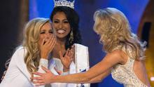 Miss New York Kira Kazantsev (L) reacts after being announced as the winner of the 2015 Miss America Competition in Atlantic City, New Jersey September 14, 2014. Miss America 2014 Nina Davuluri (C) and runner up Miss Virginia Courtney Paige Garrett are seen on the right.   REUTERS/Adrees Latif   (UNITED STATES - Tags: ENTERTAINMENT SOCIETY TPX IMAGES OF THE DAY)
