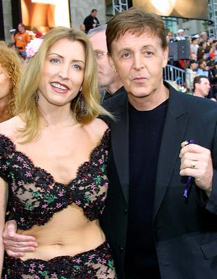 British pop-star Paul McCartney (R) and Heather Mills pose for photographers in Hollywood, 24 March 2002