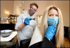 Reporter Aoife Walsh getting her colour and hair done by Alan Keville of Alan Keville Hair in Powerscourt Townhouse. Photo by Steve Humphreys, 29th June 2020