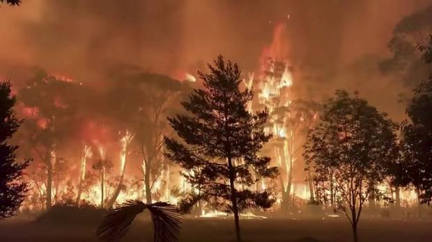 A fire blazes across bush as seen from Mount Tomah in New South Wales, Australia Photo: NSW RFS – TERRY HILLS BRIGADE/via REUTERS