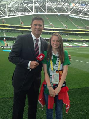 Amy O'Gorman, aged 12, from Scoil Naomh Sheosaimh Buaile Beag, Galway, (pictured with Ireland soccer legend Niall Quinn) is the winner of the Spar FAI Primary Schools 5s – Future Sports Journalist competition.