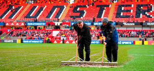 Groundstaff remove surface water from the pitch prior to the European Rugby Champions Cup Pool 4 Round 6 match between Munster and Castres at Thomond Park in Limerick.Photo by Stephen McCarthy/Sportsfile