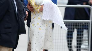 The Duke and Duchess of Cambridge leave the Lindo Wing of St Mary's Hospital in London with their newborn daughter, the Princess of Cambridge. PRESS ASSOCIATION Photo. Picture date: Saturday May 2, 2015.