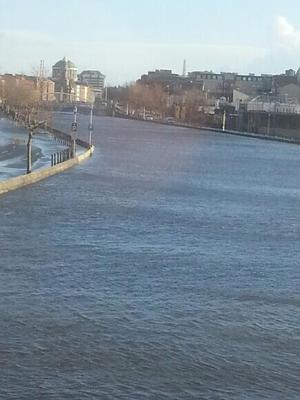The River Liffey in Dublin, pre-bursting. Photo: Twitter/Irish_Kop