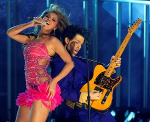 Prince (R) and Beyonce (L) perform the opening act of the 46th Annual Grammy Awards at the Staples Center in Los Angeles 08 February 2004. AFP PHOTO/Timothy A. CLARY  (Photo credit should read TIMOTHY A. CLARY/AFP/Getty Images)