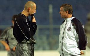 Football - Manchester United Training at Graz  - 21/9/99  Manadatory Credit : Action Images / Darren Walsh Manchester United's Jaap Stam talks to Manager Alex Ferguson ahead of tomorrows game