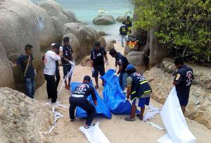 Police examine the scene on the beach on the island of Koh Tao, where the bodies of David Miller and Hannah Witheridge were discovered. Photo: REUTERS/Stringer