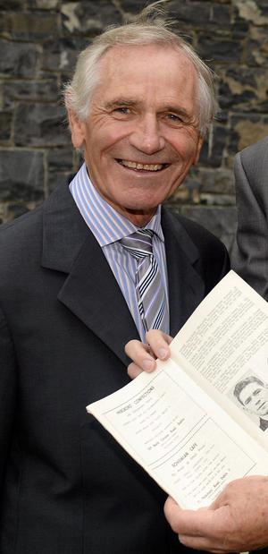 Former Ireland international Johnny Fullam has died at the age of 75