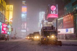 Snow plow trucks clear the roads during a snowstorm in Times Square, New York early morning January 27, 2015.  REUTERS/Adrees Latif