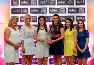 Accepting the TESCO / Irish Daily Star Ladies Football Manager of the Year on behalf of Eamonn Ryan are Cork players, second from left, Brid Stack, Ciara O'Sullivan, Annie Walsh and Marie Ambrose, with Marie Hickey, LGFA President, far left, and Lynn Moynihan, Tesco Marketing Manager, far right.