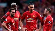 Manchester United players in congress during today's game at Old Trafford