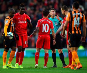 HULL, ENGLAND - APRIL 28:  Referee Lee Probert talks to players following a clash during the Barclays Premier League match between Hull City and Liverpool at KC Stadium on April 28, 2015 in Hull, England.  (Photo by Laurence Griffiths/Getty Images)