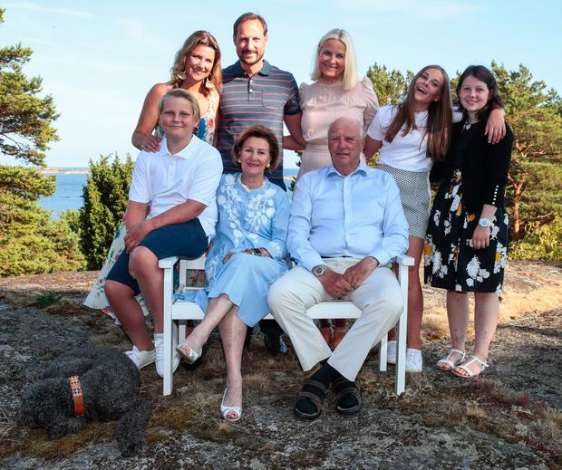 Norwegian Crown Prince Haakon (Up 2nd L) celebrates his 45th birthday with his family, while he poses beside Princess Martha Louise (Up L), Crown Princess Mette-Marit (Up C), Princess Ingrid Alexandra (2nd R), Maud Angelica Behn (R), (Bottom L-R) Prince Sverre Magnus, Queen Sonja and King Harald V, on July 2018 in Makeroy (Magero) near Tjome in Norway. (Photo by Lise AASERUD / various sources / AFP)