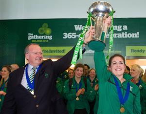 Ireland head coach Philip Doyle and captain Fiona Coghlan RBS Women's Six Nations Championship trophy at Dublin Airport. Picture: Brendan Moran / SPORTSFILE