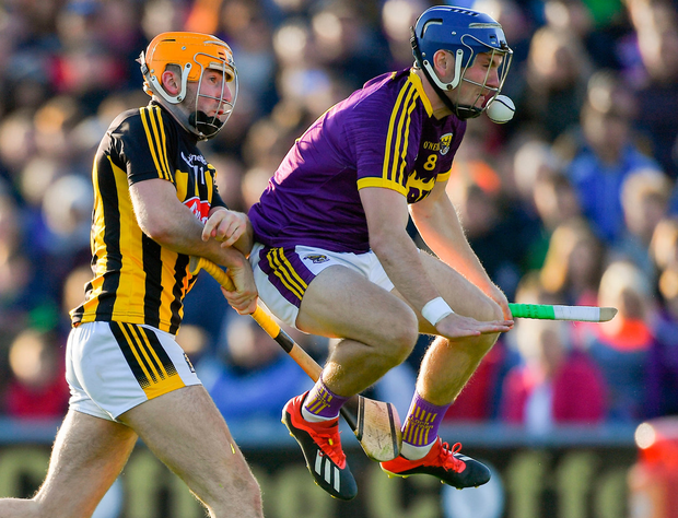 BODY ON THE LINE: Wexford's Kevin Foleybreaks his hurley as he blocks down Kilkenny's Billy Ryan. Photo: Piaras Ó Mídheach/Sportsfile