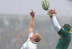 Paul O'Connell, Ireland, contests a line-out against Victor Matfield, South Africa