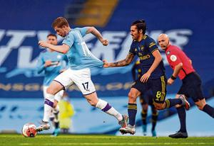 Arsenal's Dani Ceballos tries to get to grips with Manchester City's Kevin De Bruyne during last night's match. Photo: Peter Powell/PA Wire/NMC Pool