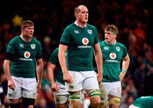 Ireland players look dejected after conceding a second try