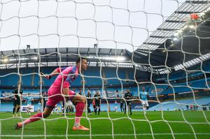 Silva scores from a free kick. Photo: Oli Scarff/Pool via Getty Images