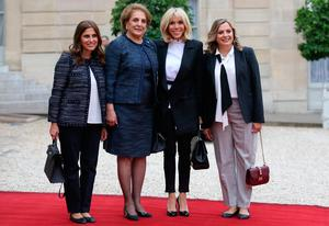 Brigitte Macron, wife of French President Emmanuel Macron, poses with Nadia Aoun, wife of Lebanon's President Michel Aoun and their daughters Claudine and Chantal at the Elysee Palace at a start of a state visit in Paris, France, September 25, 2017. REUTERS/Stephane Mahe