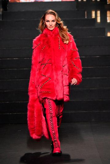 Candice Swanepoel walks the runway during the Moschino x H&M - Runway at Pier 36 on October 24, 2018 in New York City.  (Photo by Mike Coppola/Getty Images)