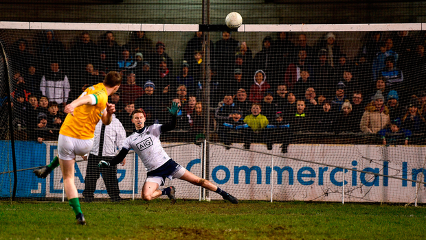 Dardis blasts the ball over Bunyan's bar. Photo by Sam Barnes/Sportsfile