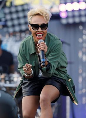 Scottish recording artist Emeli Sande performs at the 2013 Wango Tango concert at the Home Depot Center in Carson, California May 11, 2013. REUTERS/Danny Moloshok (UNITED STATES - Tags: ENTERTAINMENT)
